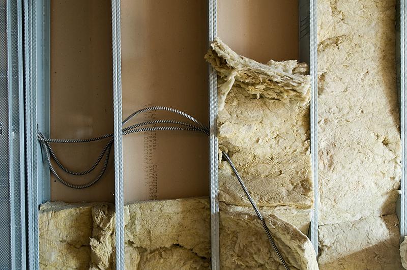 Утеплить стену в ванной изнутри